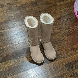 NWOT Ugg Boots Tall Classic Light Sand Size 9